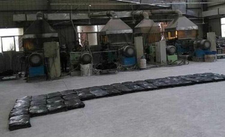 图为橡胶制品加工车间